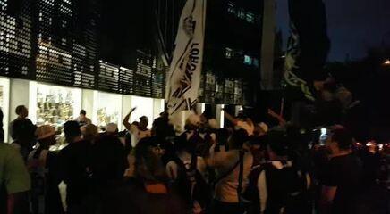 Organizadas se reúnem e fazem protesto na entrada da sede do Atlético-MG