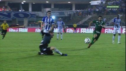 Cajuru se machucou na partida contra o Guarani
