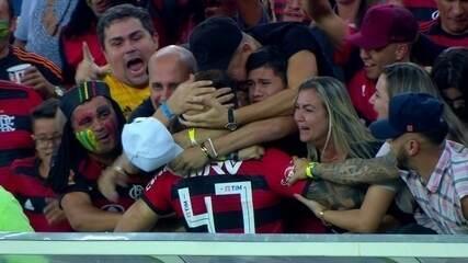 Gol do Flamengo! Arão cruza na área e Vizeu aparece para completar, aos 20 do 2º