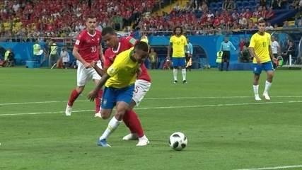 Gabriel Jesus é agarrado na área, árbitro ignora e não ver o vídeo aos 29 do 2º tempo