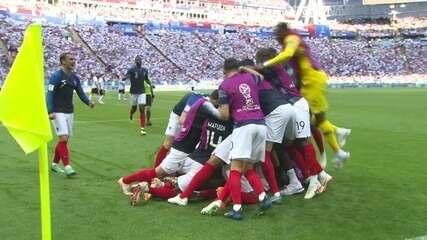 Gol da França! Mbappé pega sobra e bate em cima do goleiro para ampliar aos 18 do 2º