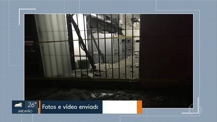 Bandidos explodem caixas eletrônicos em agência da Caixa Econômica em Limoeiro, no Agreste