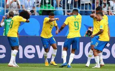 Confira a movimentação de Neymar no primeiro gol brasileiro e a comemoração à la Quico