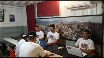 Jovens do Complexo do Alemão aprendem programação e criam site para ajudar moradores