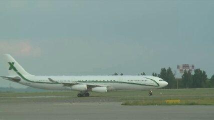 Avião com jogadores da Seleção Brasileira se prepara para deixar a Rússia