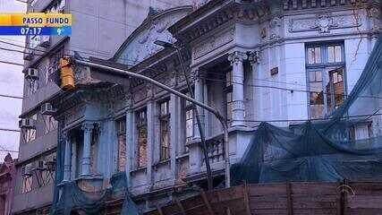 Casarão abandonado é parte da história do Centro de Porto Alegre