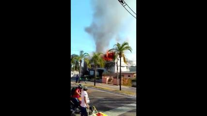 Incêndio de grandes proporções atinge antigo prédio da Justiça em Rio Branco