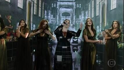 Helga Nemeczyk canta 'Não Chores Por Mim, Argentina'