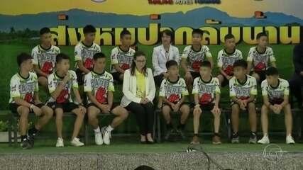 Meninos resgatados de caverna na Tailândia contam o que aconteceu