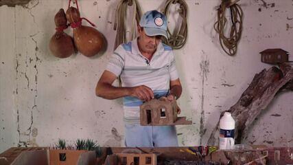 Conheça o trabalho do artesão Edson Duarte, que faz miniaturas de casas do sertão