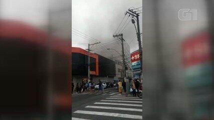 Fogo atinge cozinha de restaurante em São Vicente, SP