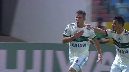 Gol do Coritiba! Leandro Silva cruza, Parede faz o corta-luz, e Nathan marca a 28 do 2º t