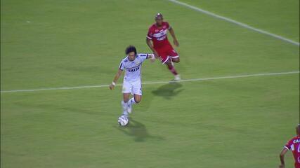Boaventura perde a disputa com Nicolar, que não aproveita a chance para marcar
