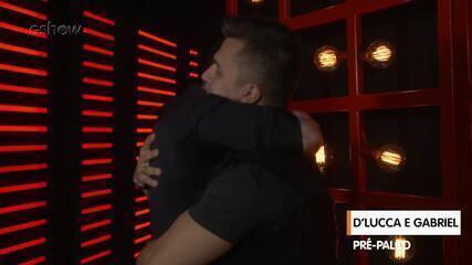 Confira a preparação de D'Lucca & Gabriel segundos antes de subir ao palco do 'The Voice'