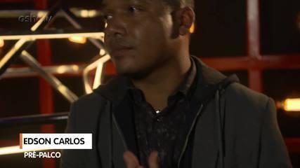 Confira a preparação de Edson Carlos segundos antes de subir ao palco do 'The Voice'