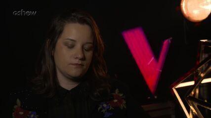 Confira a preparação de Gika Bacci segundos antes de subir ao palco do 'The Voice'