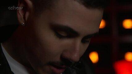 Confira a preparação de Renan Cavolik segundos antes de subir ao palco do The Voice