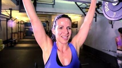 """""""Bora treinar CrossFit"""": Viviane Costa começa a evoluir na prática dos exercícios"""