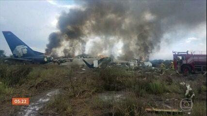 Avião cai no México e todos a bordo são resgatados com vida