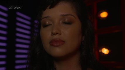 Veja a emoção de Géssica Lima instantes antes de subir ao palco do 'The Voice'