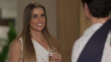 Deborah Secco fala sobre a colega de elenco Letícia Colin!