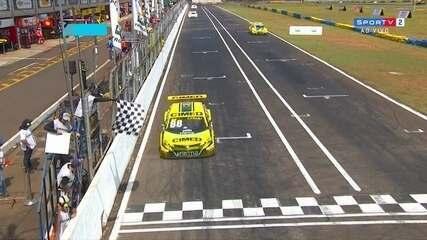 Felipe Fraga vence a prova 1 da etapa da Stock Car em Campo Grande