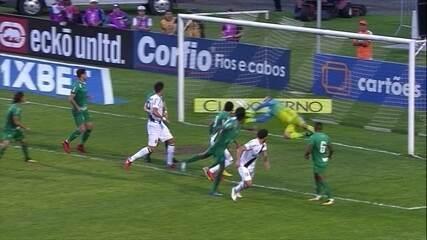 Agenor! Após cobrança de falta, André Luís desvia e goleiro desvia, aos 18 do 2º tempo
