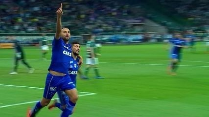Gol marcado por Barcos no jogo de ida contra o Palmeiras, na Copa do Brasil