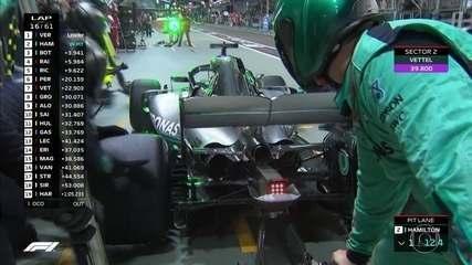 Hamilton também vai para os boxes e volta na frente