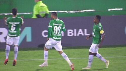 Gol da Chapecoense! Eduardo cruza, e Leandro Pereira cabeceia aos 36 do 1º tempo