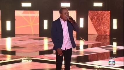 """Edson Carlos canta """"No Dia Em Que Saí de Casa"""""""