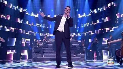 """Léo Pain canta """"Outra Vez"""""""