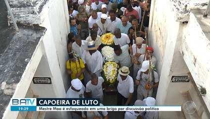 Capoeirista que foi esfaqueado após discussão sobre política é enterrado sob forte comoção