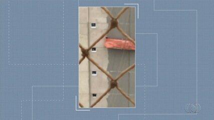 Vídeo mostra ventania fazendo andaime com operários girar a 30 metros de altura em Goiânia