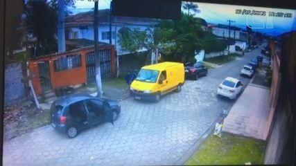 Quadrilha rende e assalta van dos Correios em São Vicente