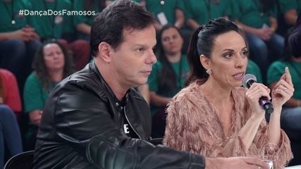 Jurados avaliam a apresentação de Deborah Evelyn e Rodrigo Oliveira