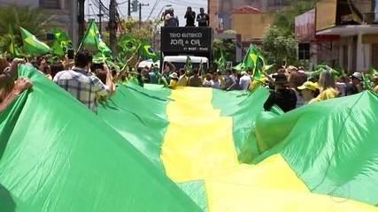 Apoiadores de Jair Bolsonaro, do PSL, participam de manifestações pelo Brasil