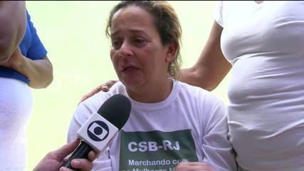 Moradora resgatada diz que neta de 8 meses está desaparecida após deslizamento em Niterói