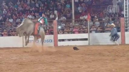 Vídeo mostra momento em que peão é pisoteado no Rodeio em Guaimbê; vítima morreu