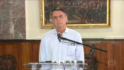 Jair Bolsonaro volta a falar sobre o programa Mais Médicos