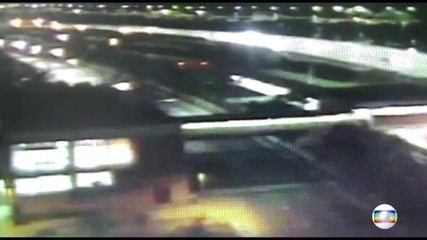 Vídeo mostra momento em que viaduto cede em SP