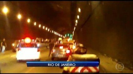 Motoristas fogem com medo de arrastão no Túnel Rebouças, no Rio de Janeiro