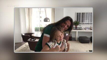 Adriane Galisteu e seu filho Vittório torcendo para o Palmeiras