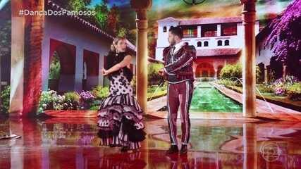 Mariana Ferrão e Ricardo Espeschit dançam o paso doble