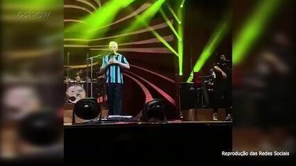 Lulu Santos se declara para o namorado, Clebson Teixeira, em show no Rio