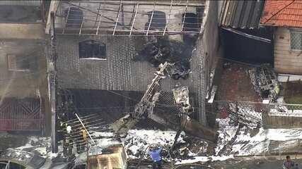 Avião de pequeno porte cai em São Paulo e deixa dois mortos
