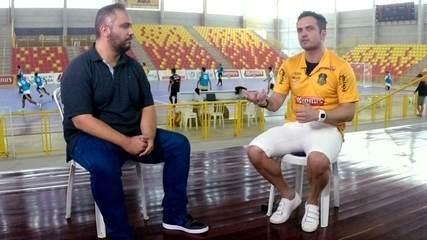 """Às vésperas do último jogo, Falcão avalia carreira e legado no futsal: """"Tudo valeu a pena"""""""