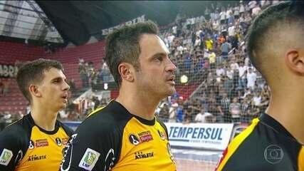 Falcão faz o último jogo da carreira e se aposenta do futsal