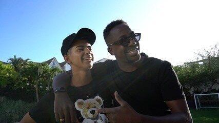 Mumuzinho recebe Davi em casa e passa o dia brincando e cantando com fã, no RJ; Espie!
