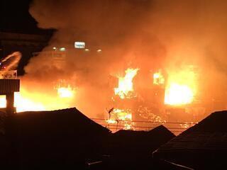 Incêndio de grandes proporções atinge casas no Educandos, em Manaus